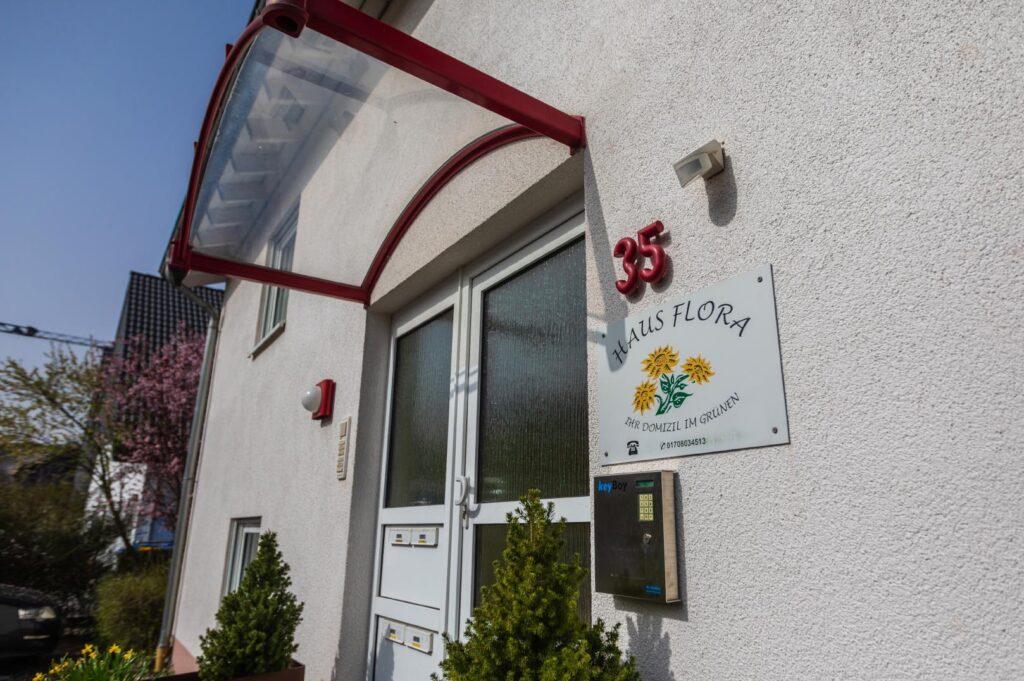 WEB-_0043_Außen Haus Flora3